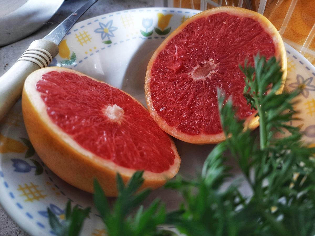 Texas Red Grapefruits sliced